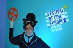 Algunas asistentes apovecharon para tomarse fotos en los standees de película famosas europeas.