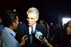 Embajador Javier Sandomingo Núñez brindando declaraciones a algunos medios